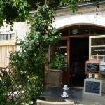 Petit café en terrasse au printemps