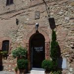 Fachada do Albergo Duomo, em Montepulciano, Itália