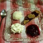 Mousse de fromage blanc, compotée de fruits rouges et tarte de Linz (pâte à la noisette)