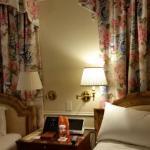 a decoração do quarto é linda com lençóis de ótima qualidade.