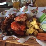 Average food, decent beer selection! 😊