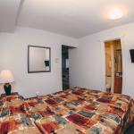 2 bedroom suite Queen bedroom