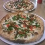 Pizza della settimana: Mozzarella, cime di rapa stufate, funghi cardoncelli, pomodorini e pepero