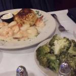 broiled trio - shrimp scallops crab cake w/broccoli