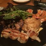 Crabcake combo platter