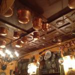 Оригинальные украшения на потолке!