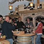 Geselliges Beisammensein im Weinkeller