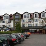 Hotel gezien vanaf parkeerplaats