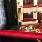 Вид на зрительный зал театра из ложи.