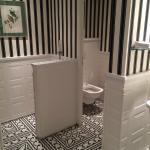 Les toilettes pour homme (la lunette était manquante)