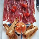 Tapas Assiette Ibérique, Pan con tomate