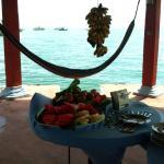 la mesa con frutas para desayuno