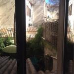 Вид из окна во внутренний двор