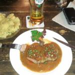 Rumpsteak mit Pfeffersoße und schwäbischen Kartoffelsalat
