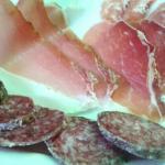 Antipasto I Piceni: salumi, formaggio pecorino, verdure fritte e olive all'ascolana, manzo fredd