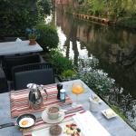 Breakfast canal-side