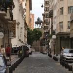 The street La Perla is located in