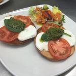 Zest Cafe mozzarella, pesto, tomato bagel