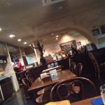 タイ料理屋にしては、かなり広い店内。のびのびできます
