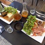 Deux excellentes crêpes bretonnes et un bon cidre bien frais