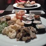Rodízio de sushi e pratos quentes
