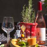 Salade gourmande et rosé bien frais