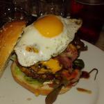 Joli burger mais viande trop cuite et très cher !