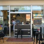 Pizz'addict se trouve au centre de la Franqui sur l'avenue principale. Ouvert jusque tard le soi