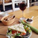 Photo de The Greek Taverna