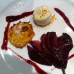 Pere cotte (nel vino) zaletto di polenta gelato alla vaniglia