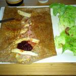 galette basque jambon cru fomage basque confiture de cerise noire
