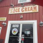 Little Red Barn Ice Cream Cafe의 사진