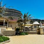 Zona de playa y piscina del hotel