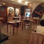 la salle, ambiance très belle et en harmonie. beau cadre pour manger