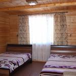 В номерах просторно, уютно, и чудесный запах дерева)