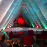 Una de las pirámides con habitaciones