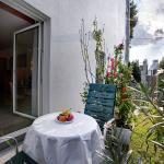 Room with garden