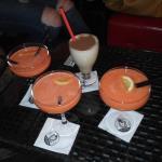 Smoothies de fresa y naranja y café con Baileys