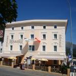 Hotel Aussenansicht im Sommer