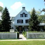 Lakewinds Country Manor at 328 Queen Street