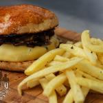 El toro - Hambúrguer 100% costela bovina com mix de cogumelos, queijo prato, molho aioli no pão