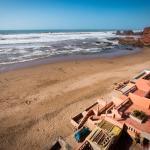 La plage de Legzira, les hôtels face à l'océan