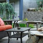Outdoor patio gas fire pit