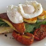 Grilled halloumi & poached egg