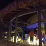 Bar en soirée sur la plage