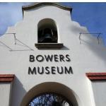 Pintu gerbang Bowers Museum