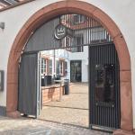Der Eingang zum Hotel-Restaurant Kaiser - 1