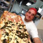Il pane è casereccio ,ottima pizza e altrettanto ottimi i primi abbondanti  da consigliare
