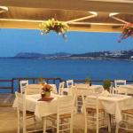 Enjoy your lunch and your dinner on outdoor sittings next to the sea..!