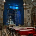 interno chiesa con vista ponteggi a telai pref, dalmine altare maggiore